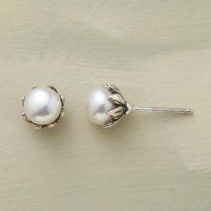Sundance pearl bud earrings